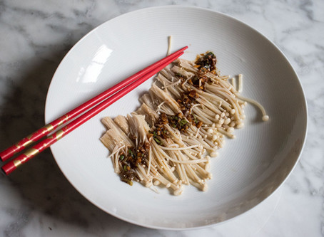 Enoki (Golden needle) mushrooms with garlic, spring onion and soya sauce