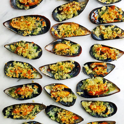 Mussel-gratin-with-garlic,-parsley-and-lemon-zest