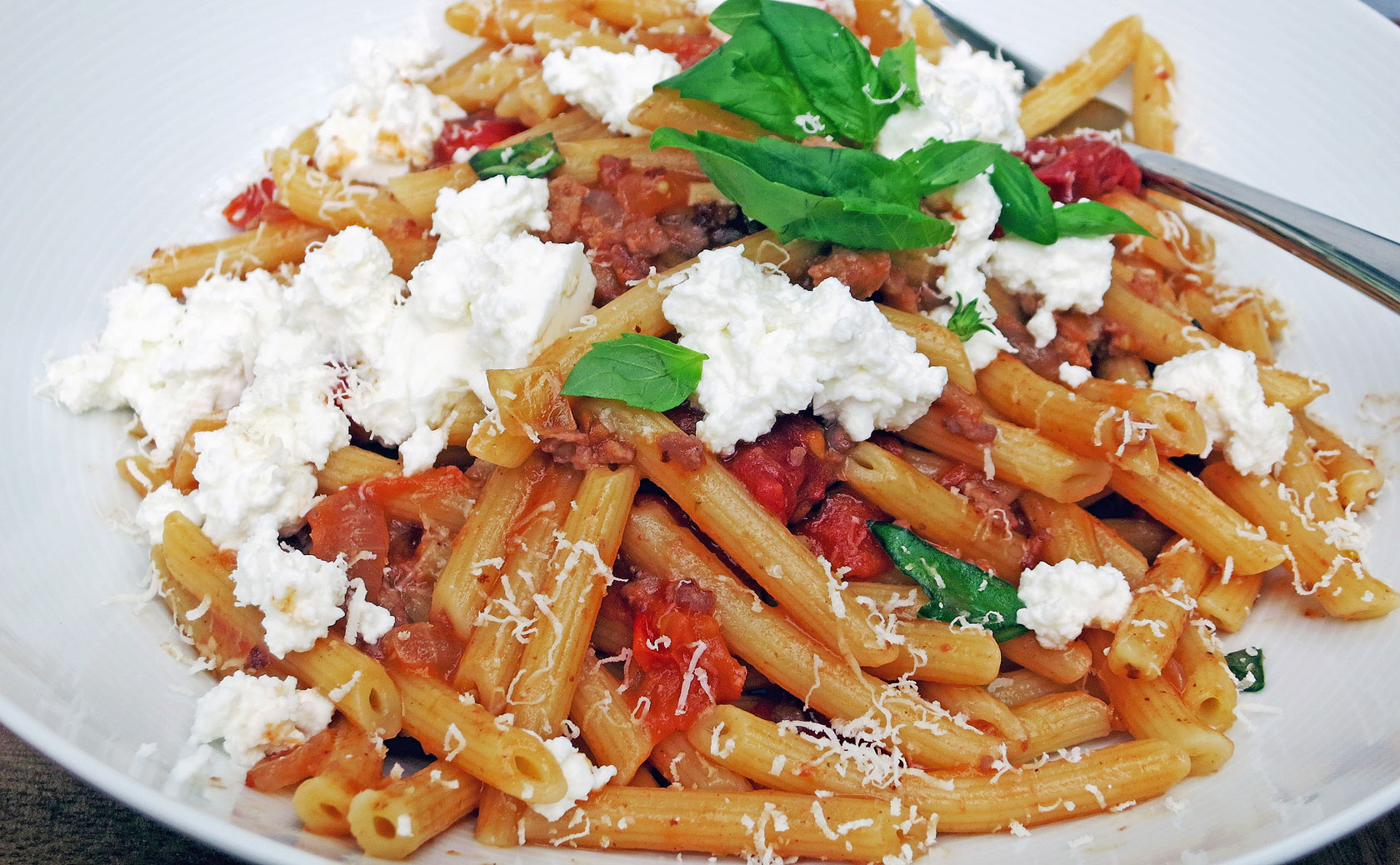Penne with sausage, fennel, tomatoes & ricotta