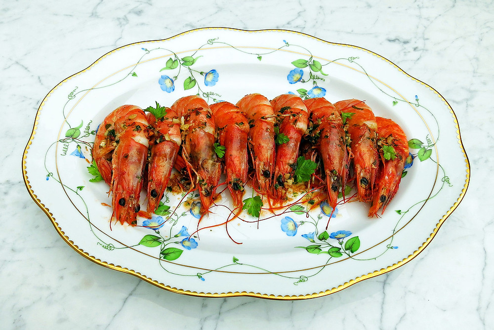 Prawns (shrimps) with garlic, parsley and chilli