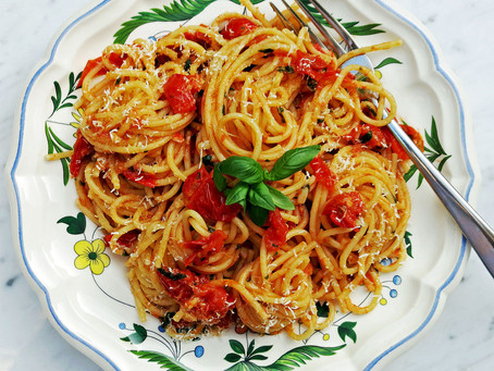 Spaghetti with a fresh baby plum tomatoes and basil sauce