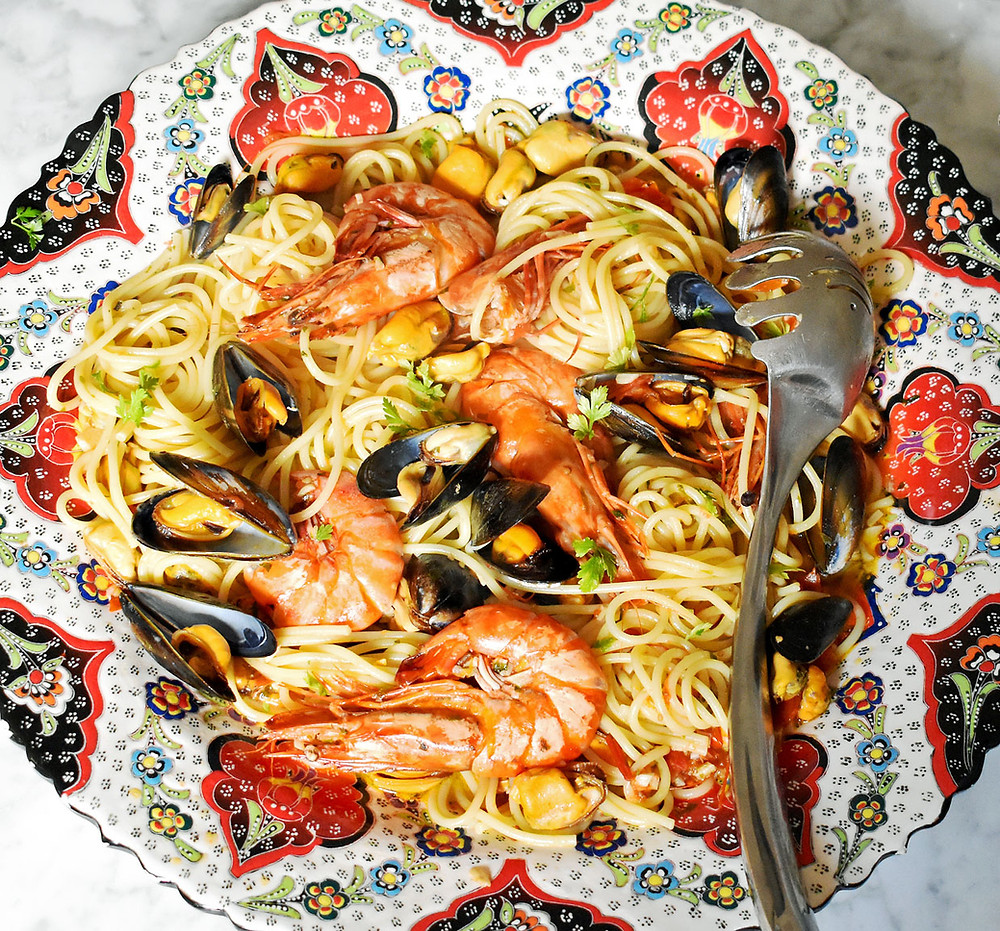 Spaghetti with prawns and mussels