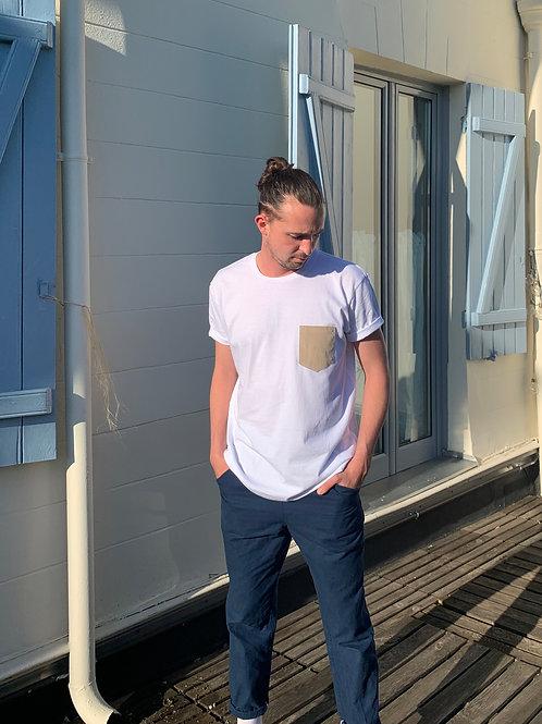Le t-shirt à poche en velours