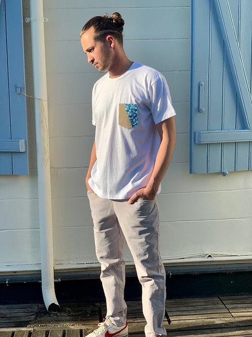 Le t-shirt à poche velours et fleurs