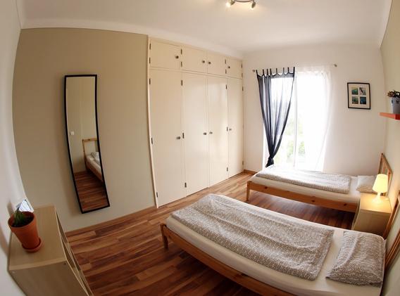 KanaluSurfHouse-Twin-Room3.webp