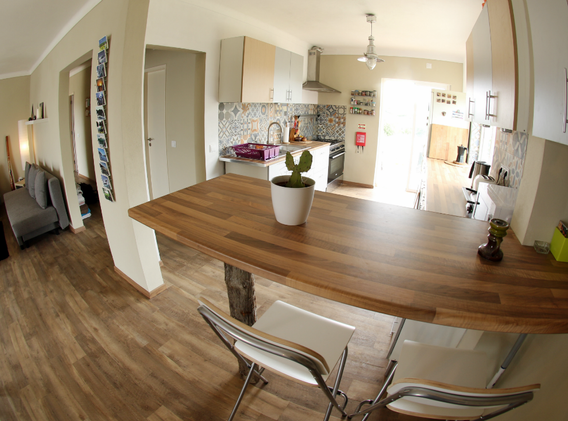 KanaluSurfHouse-Kitchen.webp
