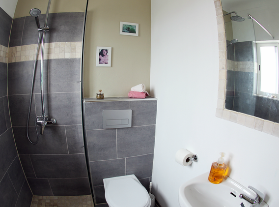 KanaluSurfhouse-Doubleroom-privates-Bad: