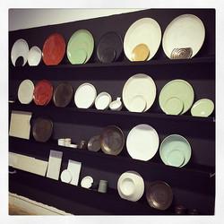 Min nya lokal ❤️ _beställningsexempelväggen_ uppmonterad #cajo #ceramic #studio #butik #tändsticksgr