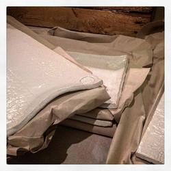 Uppläggningsfat packas och ska strax levereras till Skärblackas fina restaurang Lingon & Dill #jul20