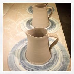 Kannor på gång #ceramic #design #cajo #handmade #pottery #special #kundanpassat  t r e v l i g  v a
