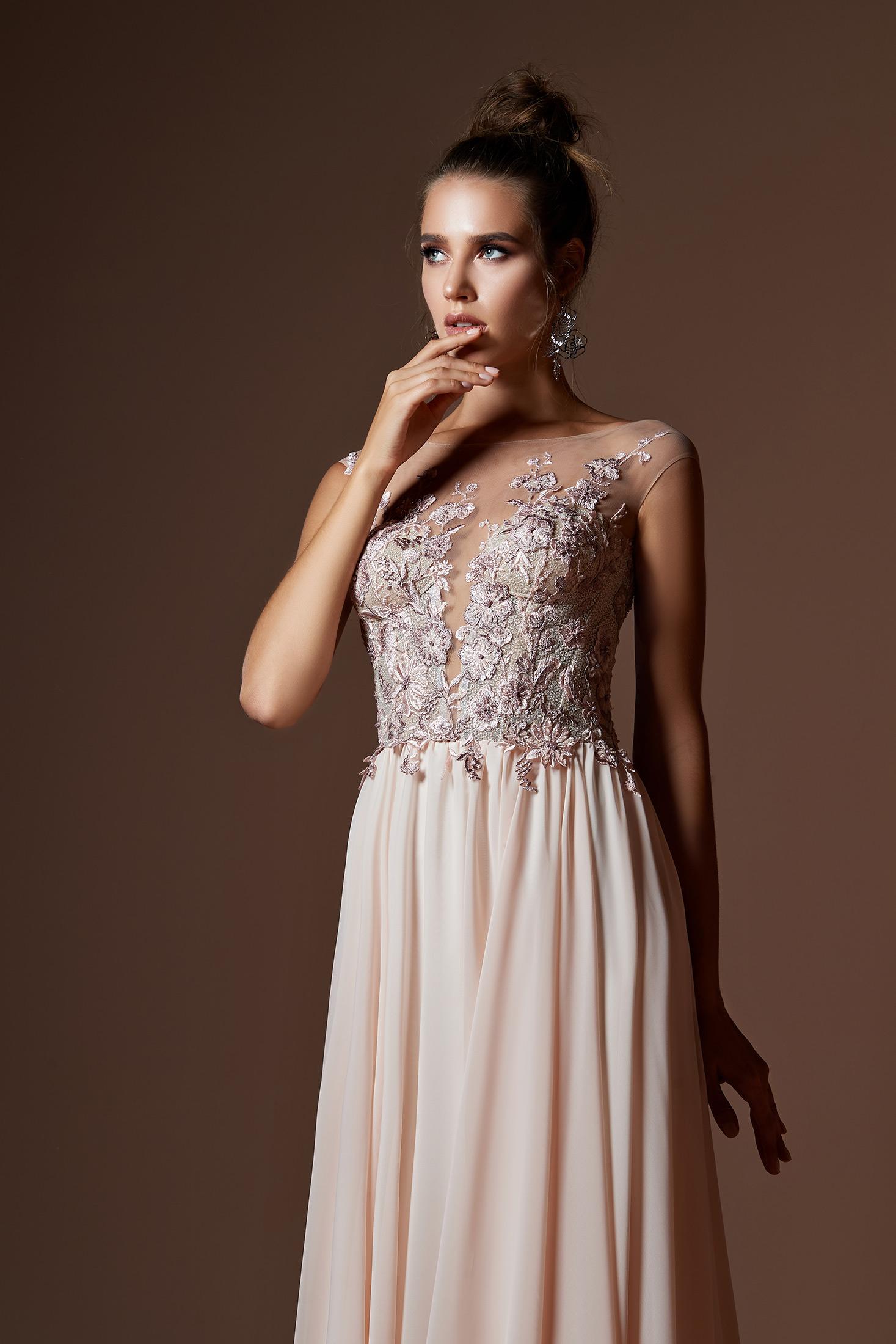 šaty Dakota