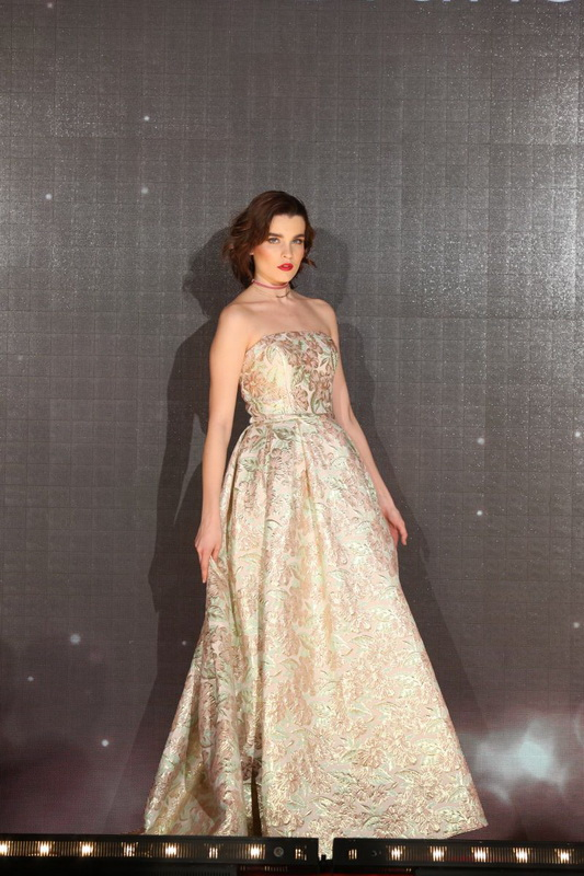 šaty Emily