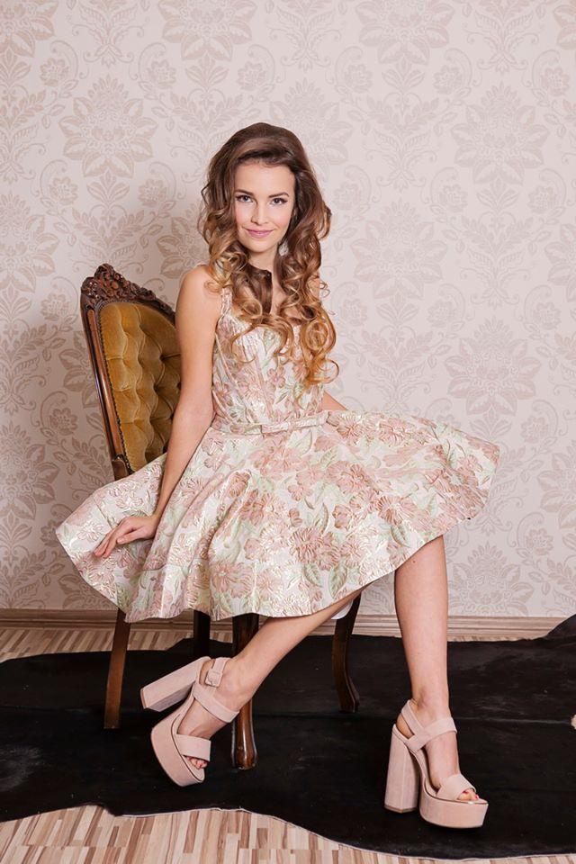 originálne šaty na stužkovú