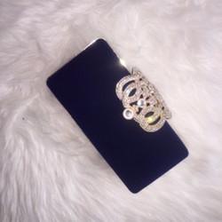 modrá zamatová kabelka