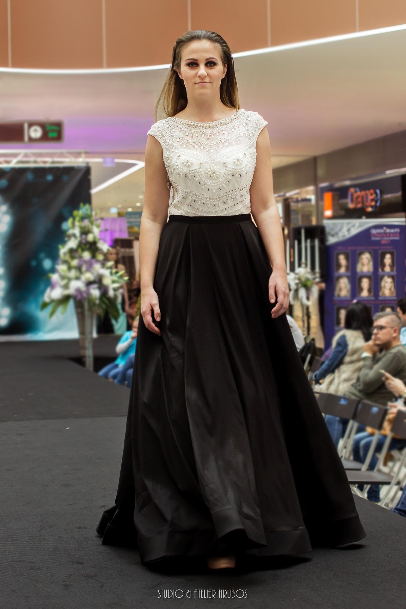 šaty Xenia