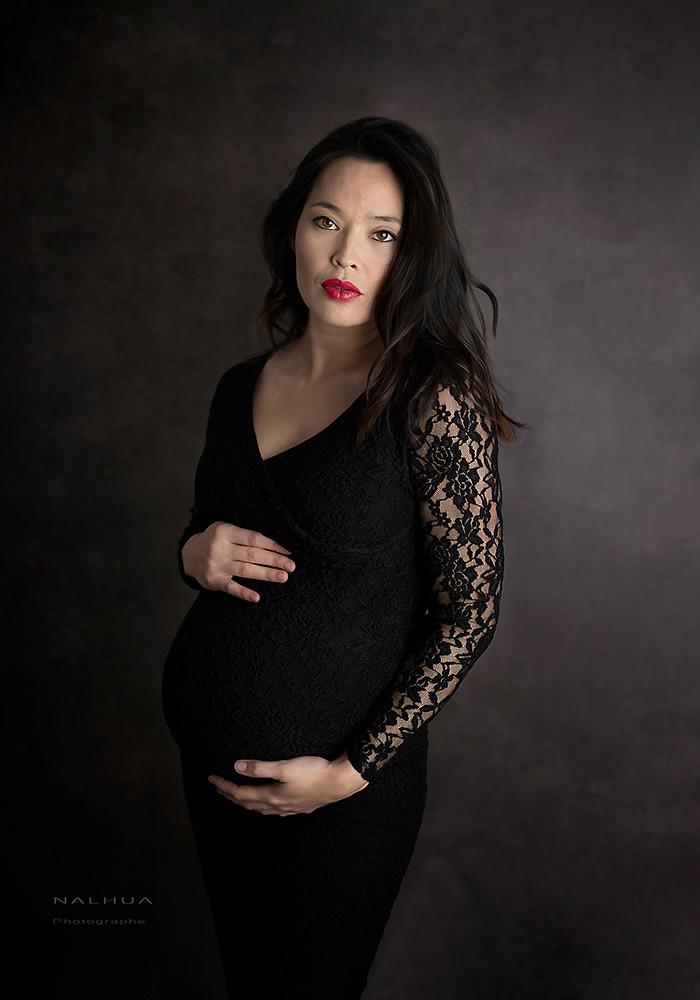 Femme enceinte robe noire