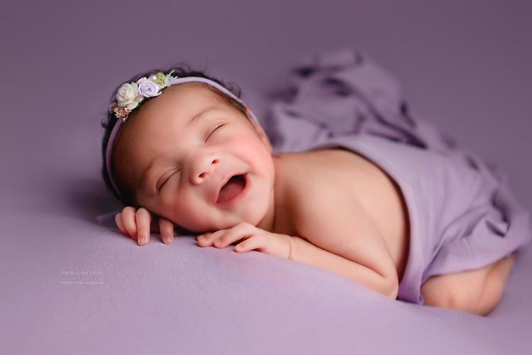 Nouveau-né heureux