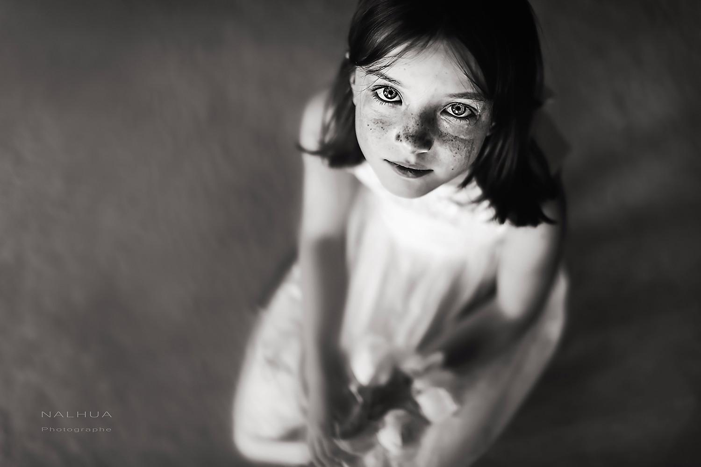 Photo de petite fille noir et blanc