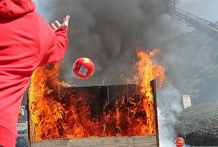 Extinguisher Ball Action