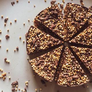 Puffed quinoa flapjacks