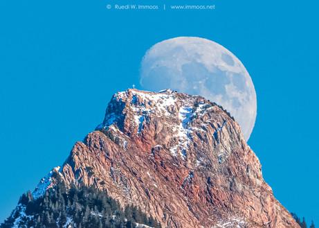 Mythenmond-früh-gross-Gipfel_DSC0700-Wi