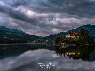 Insel Schwanau Herbstaben   mit dramatischen Wolken und Beleuchtung_Z625806-Signet-web.jpg
