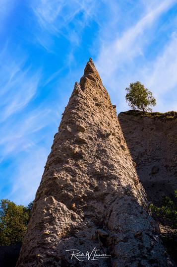 Himmelwärts Pyramides d'Euseigne mit einsamem Baum_Z624640-Signet-web.jpg