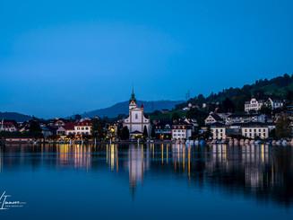 Küssnacht von der Seeseite vorne abends blaue Stunde_Z625535-Signet-web.jpg