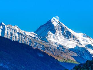 Dent Blanche Mondaufgang hinter Gipfel_Z625903-Signet-web.jpg