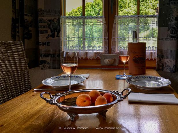 Chalet-Wallis-innen-Wein-StillebenIMG_61