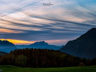 Golfplatz Morschach Herbstfarben ABendrot Wolkenstrukturen Pilatus_Z626124-Signet-web.jpg
