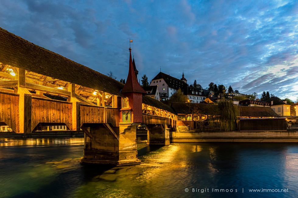 Luzern-Spreuerbrücke-Morgenerwachen-vo