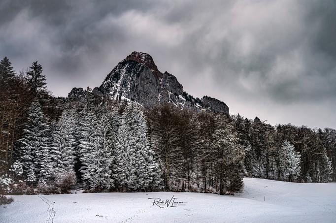 Mythenwald, Stoffels