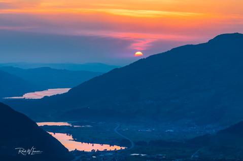 Sonenuntergang beim Rossberg halbe Feuerkugel rot violett von der Fallenfluh aus_Z623586--Signet-web.jpg