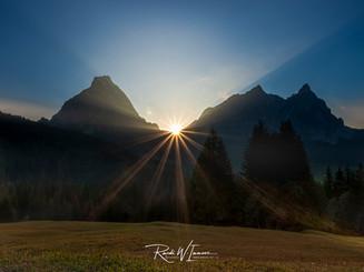 Alpthal Mythenmassiv Sonnenuntergang BLendenstern genau Zwüschetmythen_Z626041-Signet-web.