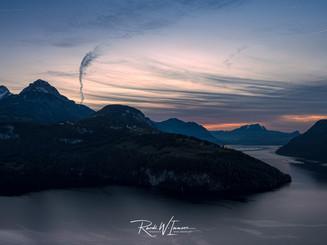 Axenstein Herbstblick zum Pilatus Wolkenstrukturen Abendrot_Z626132-Signet-web.jpg
