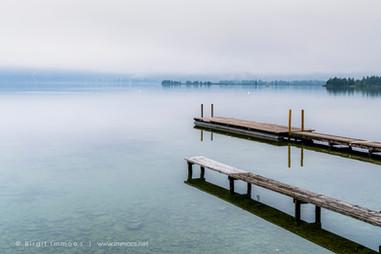Bayern-Kochelsee-Doppelsteg-Nebelmorgen-