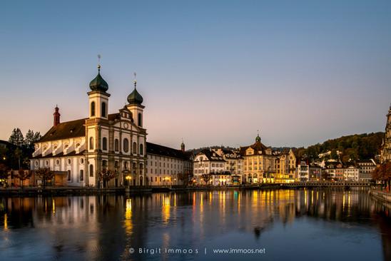 Luzern-Jesuitenkirche-Reuss-Morgengrauen