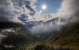 Furka-Grimsel Nebel- und Wolkenkapriolen Blendenstern der Sonne_Z625307-Signet-web.jpg