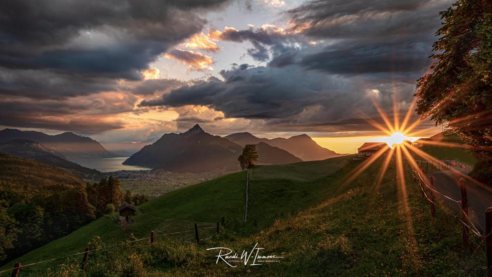 Sonnenuntergang Talkessel Schwyzvon oberhalb Rickenbach