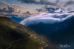Grimsel Nebelwelle vom Furka aus fotografiert LZB_Z625287-Signet-web.jpg