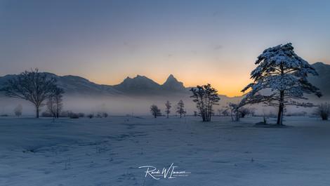 Winterabend Steinen Mythen