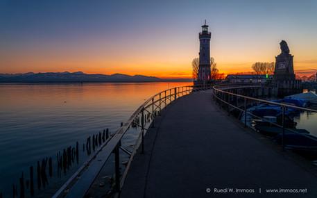 Lindau-Leuchtturm-oben-Abendrot_DSC8836-