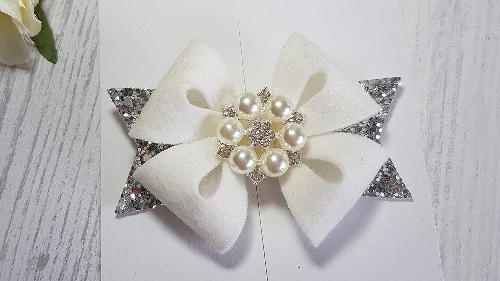 Pearl centred star hair bow