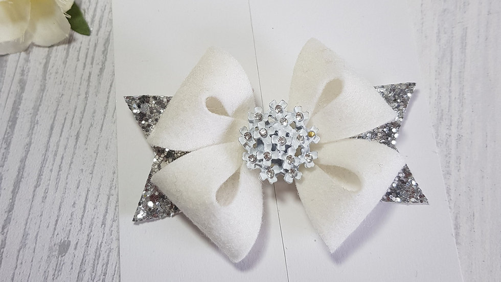 Floral cluster star bow