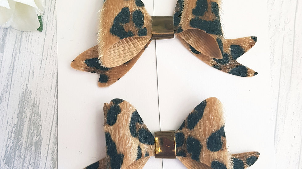 Leopard faux fur bow
