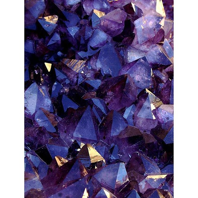 A m e t h y s t _ Amethyst's ability to expand the higher mind also enhances one's creativity and pa