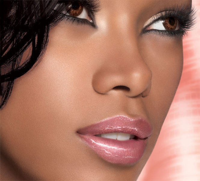 color-sensational-lip-gloss_pinks_model-shot_143738
