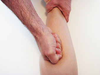 Masaż modelujący sylwetkę, pomagający rozbić oraz pozbyć się podskórnej tkanki tłuszczowej. Pomaga również pozbyć się cellulitu.