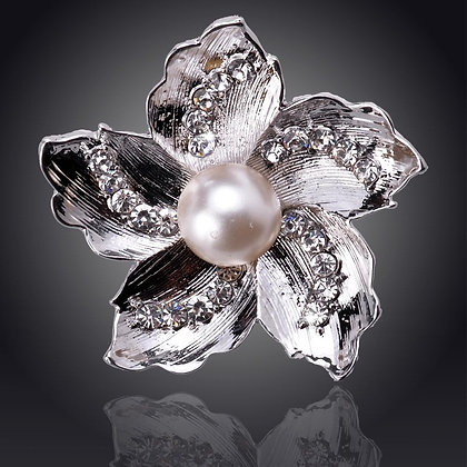 White Gold Rhinestone Pearl Flower Needle minder